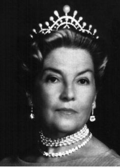 Isabel Maria Amelia of Orleans-Braganza ( August 13 , 1911 - July 5 , 2003 ) was Princess of Orleans-Braganza and by marriage Countess consort of Paris between 1940 and 1999. Here she is wearing a Chaumet Pearl Tiara
