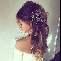 Half up messy boho hairstyle #Wedding #hairstyles #boho #messy #halfup #bohowedding #weddinghairstyles #love