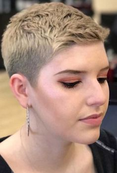 Short-Pixie-Haircut-for-Women – Peinados y pelo 2018 para hombre y mujeres Long Pixie Hairstyles, Very Short Haircuts, Short Hairstyles For Women, Hairstyles 2016, Black Hairstyles, Long Pixie Cuts, Short Hair Cuts, Short Hair Styles, Style Androgyne