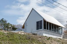 Daisen Work Hut / Niimori Jamison Architects | ArchDaily Agricultural Buildings, Construction Firm, Roof Structure, Rural Area, Facade Architecture, Building A House, Home And Family, Shed, Outdoor Structures