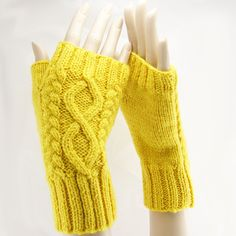 Beaded Fingerless Gloves - Free Knitting Pattern for Beaded.....This would be great for my bday, Mom!