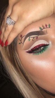 18 Christmas Makeup Inspiration For Your - Fashiotopia - Make up Makeup Eye Looks, Eye Makeup Art, Glam Makeup, Eyeshadow Makeup, Sfx Makeup, Makeup Brushes, Makeup Light, Makeup Style, Makeup Remover