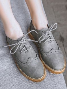 Wingtip Round Toe Flat Shoes 35.99 USD