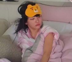 Imagen de kpop, red velvet, and seulgi South Korean Girls, Korean Girl Groups, Heart Meme, Great Memes, Velvet Heart, Kang Seulgi, Red Velvet Seulgi, Meme Faces, Reaction Pictures