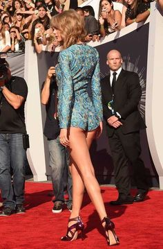 Taylor Swift leaving little to the imagination ❤Taylor Swift didnt see this here check out the curvepose of her right legperfectionAll Time Best Celebrity Legs - Page 99 of 103 - PopLyftThe Dancers Moved In A Kaleidoscope Of Color - sexytaylorswift Taylor Swift Hot, Estilo Taylor Swift, Long Live Taylor Swift, Taylor Swift Style, Taylor Swift Pictures, Red Taylor, Manequin, Celebs, Celebrities
