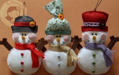 cute trio of felt ornaments Felt Snowman, Snowman Crafts, Felt Crafts, Decor Crafts, Holiday Crafts, Holiday Fun, Felt Diy, Felt Christmas Decorations, Felt Christmas Ornaments