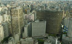 Edifício Copan, na avenida Ipiranga, centro da cidade de São Paulo, SP, Brasil. Por seu tamanho e desenho originais, o edifício desenhado por Oscar Niemeyer se destaca no horizonte da capital.  Fotografia e texto: Juca Varella/TBA/Folha Imagem.