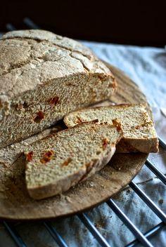 Pan de tomates secos y orégano, receta paso a paso