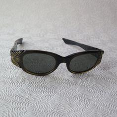 fb9b1e0f1a69 Bakelite Sunglasses Carved Frames Glamour 1940s 50s Starlet Hollywood Black  Gold Art Deco Nice Lenses Bacall Bergman Retro Fashion