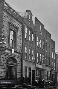 The headquarters of the Bricklayers' and Stonecutters' Guild, originally built as the ill-fated St. Peter's Parish Savings Bank. In the the savings bank had been embezzled by Will… Dublin Street, Dublin City, Limerick Ireland, Dublin Ireland, Old Pictures, Old Photos, Irish Independence, Different House Styles, Dublin House