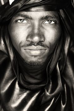 tuareg nomad north timbuktu / mali African Portrait by Mario Gerth Frm bd: Men Glorious Men (omg ~ ALL-GLORIOUS mouth. Black Is Beautiful, Beautiful Eyes, Beautiful People, Photo Portrait, Portrait Photography, Portrait Art, Timbuktu Mali, Foto Face, Beauty Photos