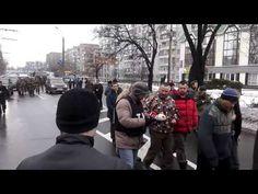 Пленные киборги бредут по улицам Донецка