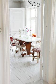 rustic white dining (via FRYD DESIGN)