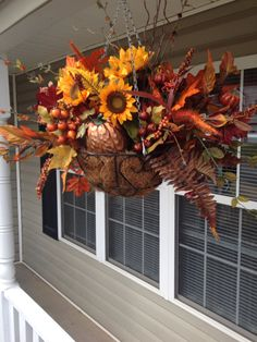48 Amazing Outdoor Fall Decor Ideas That Will Fascinate You - hoomdesign Diy Projects For Fall, Fall Crafts, Autumn Decorating, Porch Decorating, Decorating Ideas, Fall Hanging Baskets, Hanging Plants, Fall Arrangements, Fall Planters