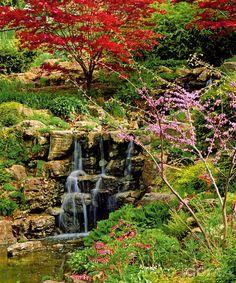 Záhrada vo svahu. Pre niekoho nevýhoda, pre iného to môže byť, naopak, zaujímavá výzva. Aj svahovitý pozemok má svoje prednosti, dokonca niektoré rastliny na ňom oveľa viac vyniknú. Spôsobov jeho úprav je niekoľko. Stačí si len vybrať.