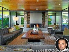 You can rent out Leonardo DiCaprio's stunning Palm Springs home, which was designed in 1964 for the late singer and actress Dinah Shore. Greenwich Village, Casa Eichler, Palm Springs Häuser, Palm Springs Mid Century Modern, Desert Homes, Mid Century Modern Design, Spring Home, Home Photo, Midcentury Modern