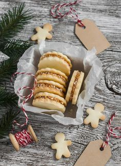 Biscuits de noel fourrés à la poire et aux noix  #biscuitsdenoel #biscuitnoel #biscuits #noel #christmas #idéedeconoel #recettebiscuitsnoel #recettefacile #DIY #doityoursefnoel #doityoursef @studio.papierglace Tea Cookies, Cupcake Cookies, Cupcakes, Christmas Desserts, Christmas Cookies, Noel Christmas, Sable Cookies, Pancake Muffins, French Pastries