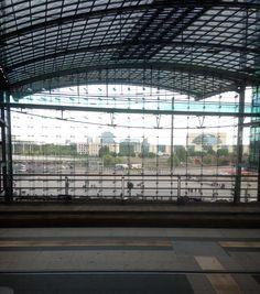 Berliner Hauptbahnhof - ein Blick auf das Kanzleramt