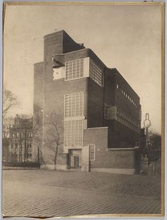 School voor Schipperskinderen. Droogbak, Amsterdam, 1925. Architect: F.L. Marnette (Publieke Werken Amsterdam). Fotograaf: onbekend. Collectie NAi | TENT_n366