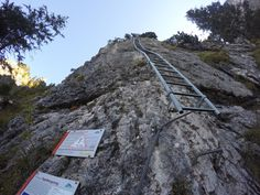 Tegelberg Klettersteig - die lange Einstiegsleiter http://www.via-ferrata.de/klettersteige/topo/klettersteig-tegelberg-tegelbergsteig