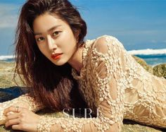 Jeon Hye-bin had a pictorial photoshoot with the fashion magazine Sure recently. In the pictorial taken on the sand alongside Balangan, the gorgeous beach in Bali, Jeon Hye-bin showcased summer beach makeup. Jeon Hye Bin, Beach Makeup, Korean Entertainment News, Beach Look, Korean Actresses, Asian Fashion, Beautiful Beaches, Summer Beach, Her Hair