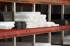 Tekniset muovit -muovitankoa Masterplastin varastossa Engineering Plastics
