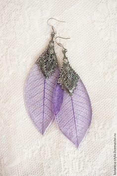 Stunning sleleton leafs.