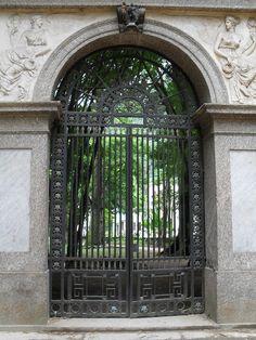 Fachada da Academia Imperial de Belas Artes. Jardim Botânico, Rio de Janeiro