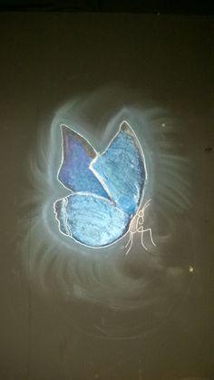 Papillon sur un mur. Acrylique / Posca / Craies