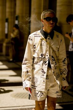 Paris Fashion Week Men's is underway and Robert Spangle has captured the most stylish men on the streets of the French city. Mens Fashion Week, Dope Fashion, Fashion Menswear, Fasion, Milan Fashion Weeks, Paris Fashion, Most Stylish Men, Outfits Hombre, Stockholm Street Style