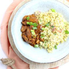 Kip ketjap met nasi goreng, een heerlijke combinatie en een feestje op het bord! Geen zin in kip? Probeer dan de babi ketjap eens!