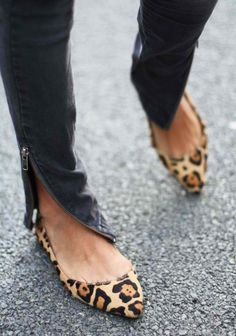 Pointy leopard flats