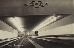 De roltrappen die toegang geven tot de voetgangers- en tweewielerstunnel van de Maastunnel in Rotterdam ©van Ditmar