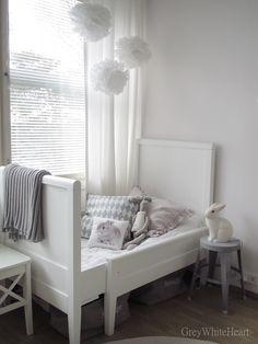Emilian sänky ikkunan vierellä ?