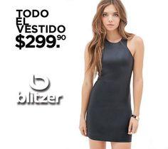 Todo el vestido a $299.90 en Blitzer.