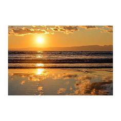 【atchan_3】さんのInstagramをピンしています。 《#夕陽 #夕日 #sunset #太陽 #sun #海 #sea #リフレクション #reflection #instagram #instagood #instalike #likes #like4like #l4l #follow #followme #写真好きな人と繋がりたい #写真撮ってる人と繋がりたい ・ ・ ・ 今朝は布団から5分は出れなかったね ・ ・》