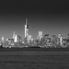 Manhattan - New York - USA. The iconic skyline in black & white. One World Trade Center. One World Trade Center, Manhattan New York, Willis Tower, First World, Nevada, Places To Travel, Utah, New York Skyline, Arizona