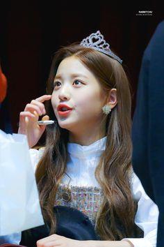 181104 Mokdong Kobaco hall fan signing #wonyoung #izone Jang Wooyoung, Beauty Games, Japanese Girl Group, Natural Beauty Tips, Only Girl, Beauty Tutorials, High Society, Korean Celebrities, Girl Crushes