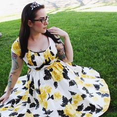 Time to put away the spring florals and get out the summer wardrobe ☀️☀Who am I kidding, I'll probably wear this year round. Evelyn dress by @pinupgirlclothing #pinupgirlclothing #coutureforeverybody #pinup #pinupgirl #pinupstyle #vintage #vintagestyle #vintagefashion #yellow #yellowandblack #yellowroses #floral #spring #flowers #1950s #retro #retrostyle #retrofashion #tattooed #tattooedgirls #tattooedpinup