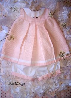 vestido y pantalon Little Girl Dresses, Girls Dresses, Flower Girl Dresses, Baby Closets, Babies Clothes, Baby Shirts, Baby Sewing, Baby Patterns, Kids And Parenting