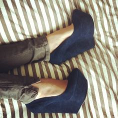 blue wedges with gray skinnies