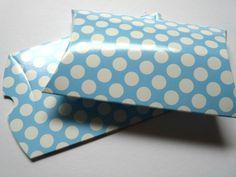 3 Faltschachteln im Set    10x8x2 cm     hellblau mit weißen Punkten.    Toll für kleine Geschenke oder give-aways beim Kindergeburtstag.    Die Sc...