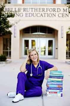 It's graduation season, so it's time to take those cute grad pics! We love this idea for nursing students! Nursing Graduation Pictures, Nursing Pictures, Nursing School Graduation, Grad Pics, Graduate School, Medical School, Senior Pictures, Graduation Ideas, Graduation Outfits