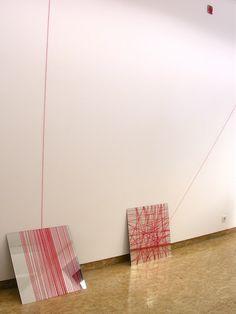 les grand carreaux: installation, miroirs et fils (galerie des petits carreaux- Paris)