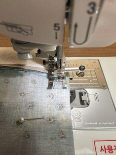 파우치 만들기 ( 과정샷 ) : 네이버 블로그 Clutch Bag Pattern, Pattern Fashion, Diy And Crafts, Pouch, Tote Bag, Sewing, How To Make, Bags, Ideas