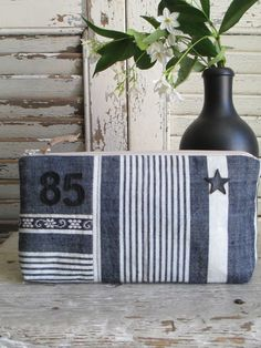 Big Cartel, Couture Sewing, Linen Bag, Cosmetic Bag, Purses And Bags, Sewing Projects, Blue And White, Quilts, Pouches