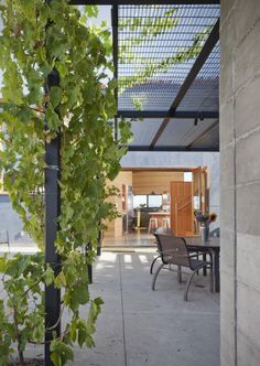 Steel trellis. Santa Ynez House / Fernau + Hartman Architects