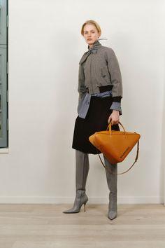 Balenciaga Parigi - Pre-Fall - Shows - Vogue. Fashion Week, Fashion 2017, Fashion Brands, Balenciaga, Fashion Show Collection, Mode Style, Vogue Paris, Streetwear Fashion, Autumn Fashion