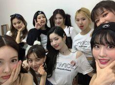 Tweets con contenido multimedia de misa •ᴗ• (@misayeon) / Twitter Extended Play, Nayeon, South Korean Girls, Korean Girl Groups, Warner Music, Twice Group, Twice Korean, Stuck In My Head, Dahyun