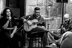 Um pouco da noite de hoje...  Reflexos é um grupo de música brasileira que surge da união entre três fatores: a voz poderosa e dramática de Maíra Garrido as composições frescas e nostálgicas de Ivan Britz (violão) e o groove experiente e noturno de Guilherme Ashton (contrabaixo). Os três se conheceram durante a graduação em música na UNIRIO e sempre se admiraram encontrando finalmente o momento de fazerem som juntos.  O objetivo é se afastar de estereótipos da MPB tais como a voz contida o…